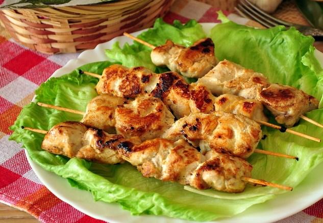 Шашлычки куриные на шпажках с картошкой в духовке рецепт 164