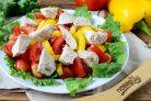 Салат с черешней и курицей