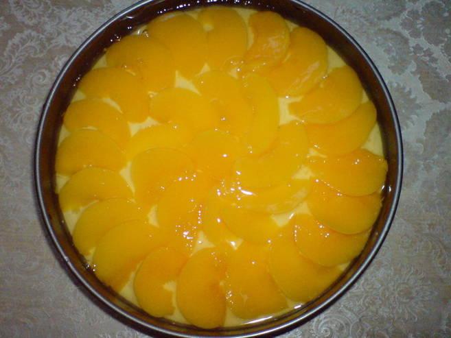 Шарлотка с яблоками и персиками - фото шаг 3
