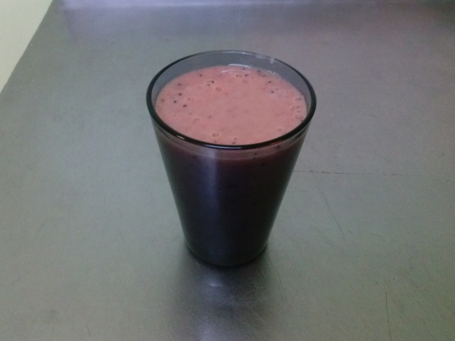 Вкусный клубничный смузи - фото шаг 6