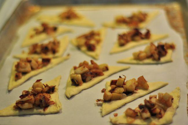 Яблочно-луковые тарталетки - фото шаг 5