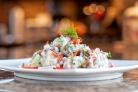 Салат с лососем и картофелем