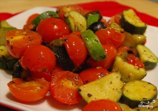 Тушеные кабачки с помидорами