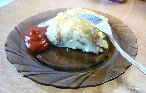 Картофельная запеканка с тушенкой в духовке - фото шаг 10