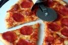 Пицца с копченой колбаской