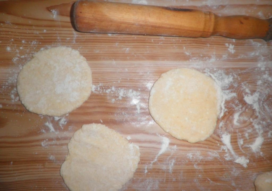 Пирожки без дрожжей на сковороде - фото шаг 5
