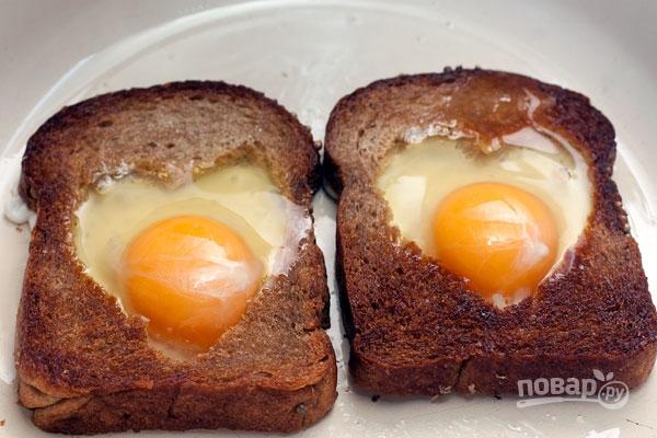 Яйцо в хлебе