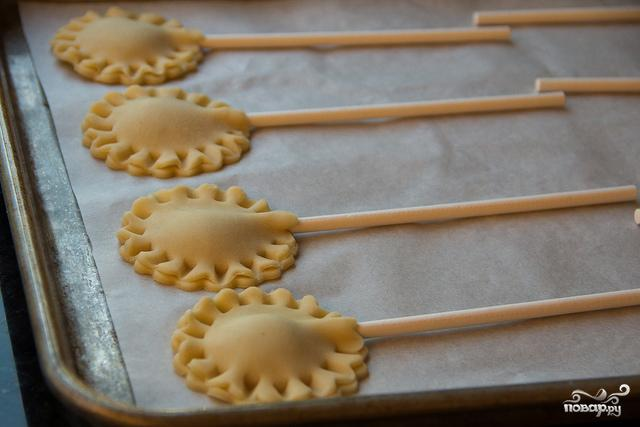 Мини-пирожки на палочке - фото шаг 4