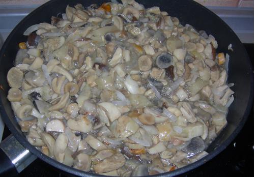 Пирожки с грибами за 5 минут - фото шаг 2