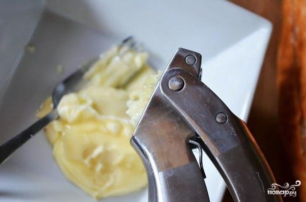 Хлеб с сыром и чесноком в духовке - фото шаг 2