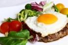 Бифштекс рубленый с яйцом