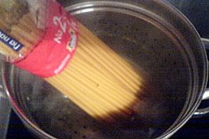 Спагетти с фаршем и сыром - фото шаг 5