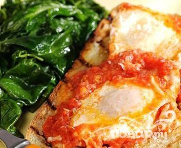 Рецепт Жареные яйца в томатном соусе с тостами