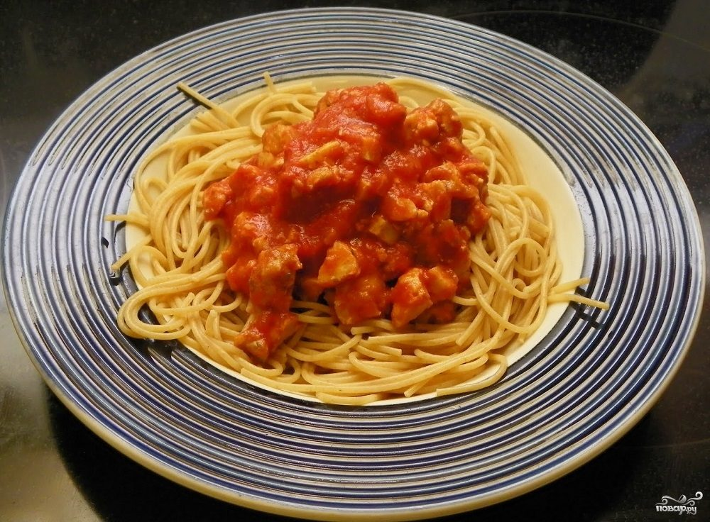 Спагетти с курицей и перчиком чили