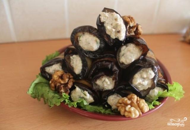 Баклажаны с орехами и сыром