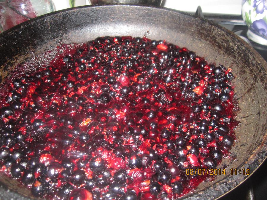 Варенье на сковороде - фото шаг 2