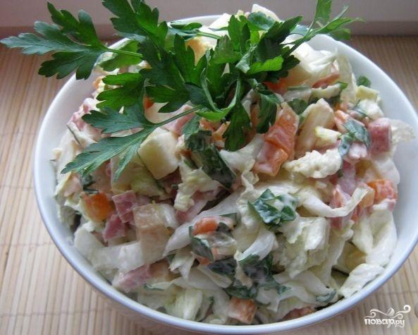 Салат с капустой и копченой колбасой - фото шаг 8