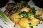 Картофель, запеченный с салом в горшочках