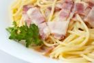 Спагетти с беконом и грибами