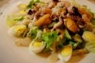 Салат с мидиями и осьминогами