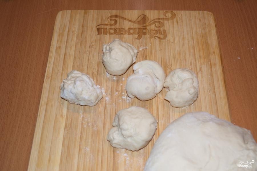 Пирожки с творогом из дрожжевого теста - фото шаг 2
