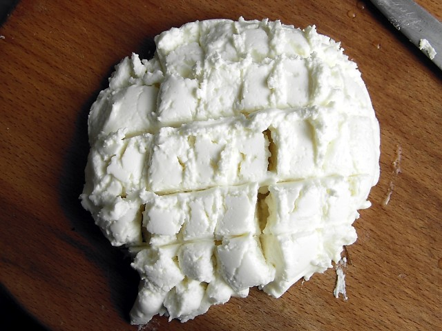Творог из овечьего молока - фото шаг 8