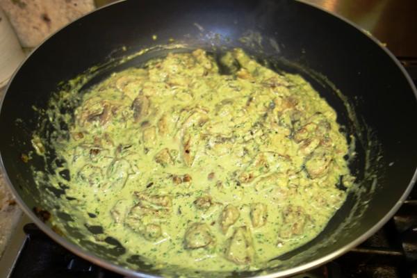 Паста с шампиньонами и курицей в сливочном соусе - фото шаг 2