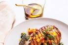 Жареный лосось с пряным соусом из меда и базилика