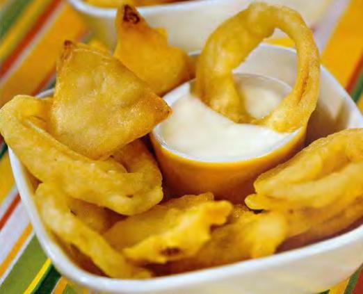 Лук и сельдерей в кляре с сырным соусом