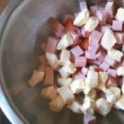 Рецепт Салат с колбасой, сыром и помидорами