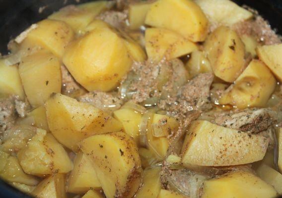 Телятина в мультиварке с картошкой - фото шаг 7