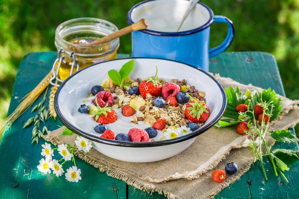 Мюсли с йогуртом и ягодами