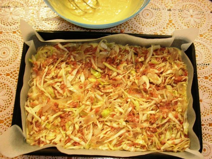 Капустный пирог на кефире в духовке - фото шаг 3