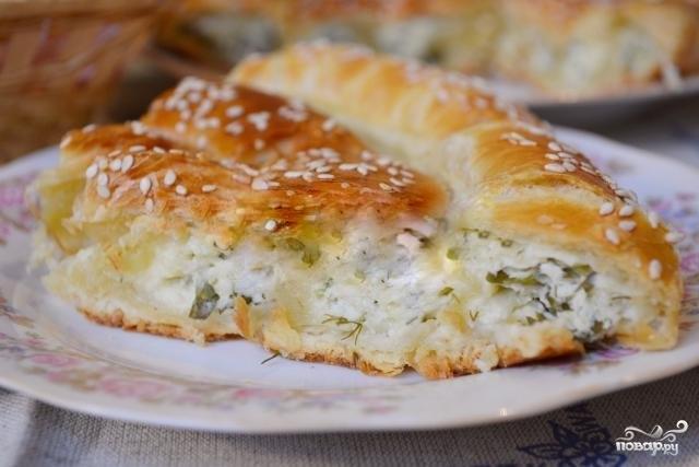 Слоеный пирог с сыром и зеленью
