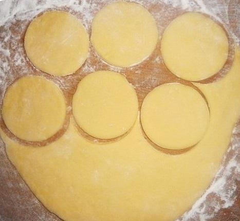 Творожное тесто для вареников на пару - фото шаг 5