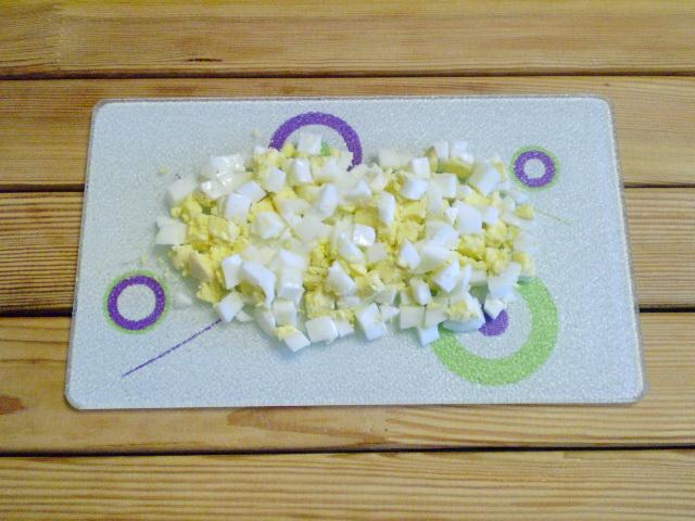 Салат с огурцами и сыром - фото шаг 4