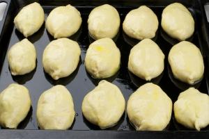 Печеные пирожки с курицей - фото шаг 4