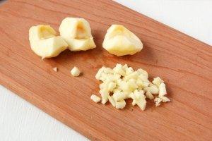 Салат из сыра с чесноком - фото шаг 4