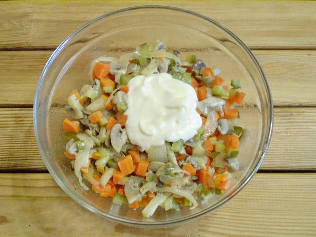 Салат с грибами и морковью