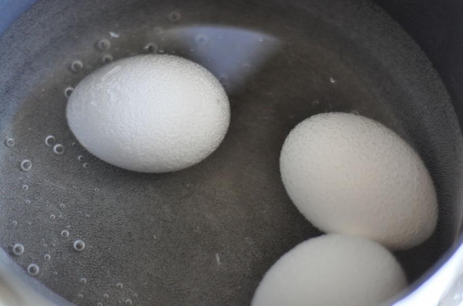 Яйца куриные фаршированные - фото шаг 2