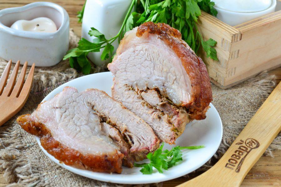 Запеченный рулет из свинины