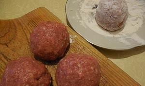 Котлеты с грибами в духовке - фото шаг 8