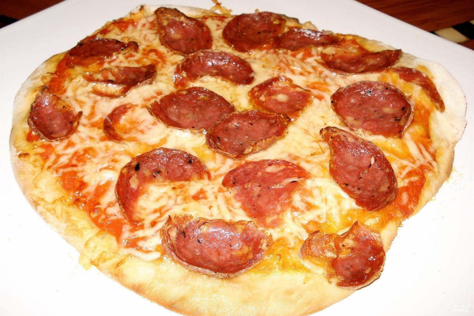 Рецепт Пицца с салями и помидорами