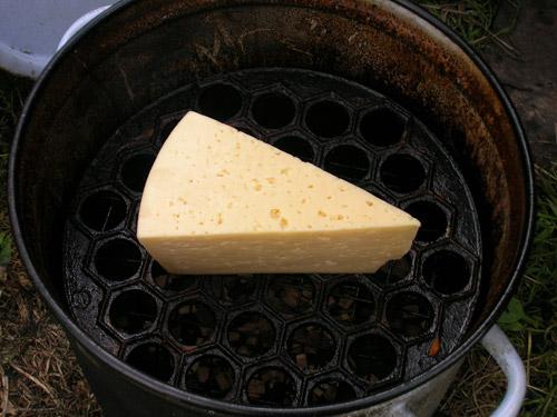 Сыр копченый в домашних условиях - фото шаг 2