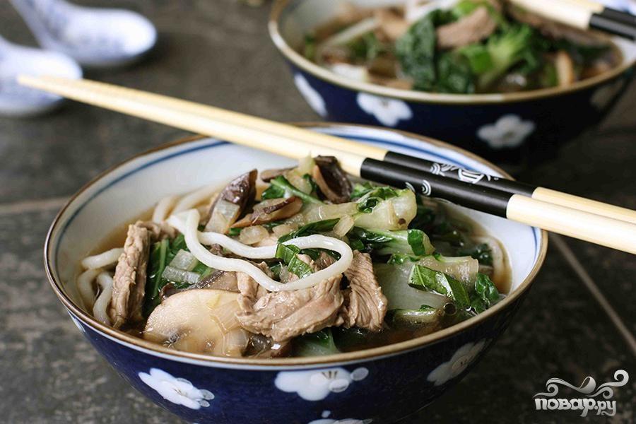 Суп с говядиной и лапшой по-азиатски