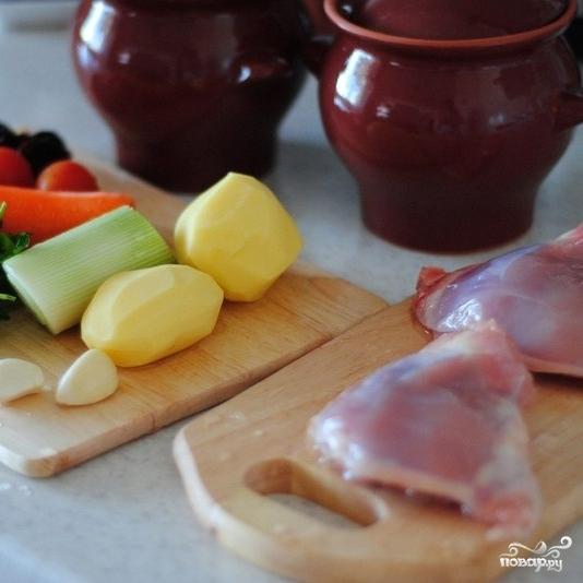 Рецепт Жаркое в горшочке из курицы с черносливом