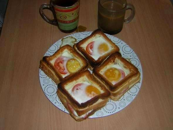 Что приготовить на завтрак из яиц хлеба и колбасы