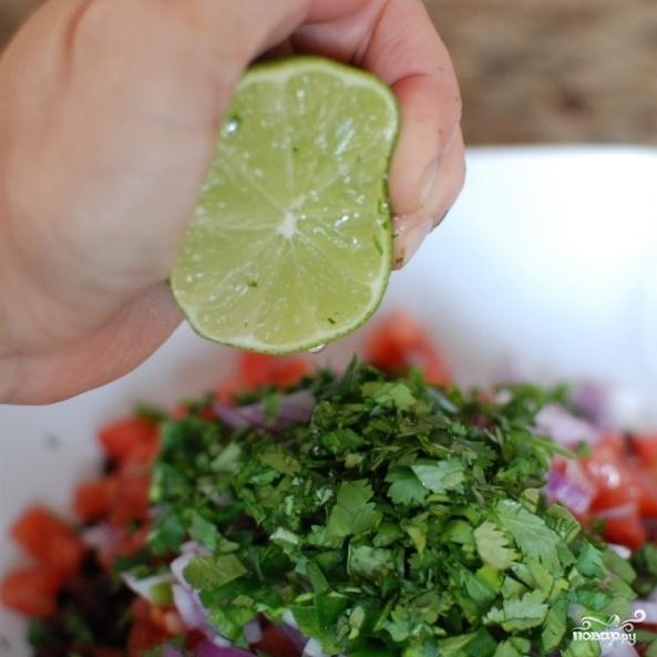 Салат с черной фасолью - фото шаг 8