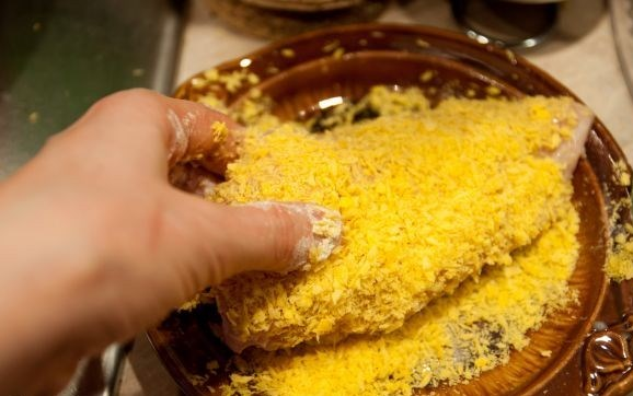 Куриная грудка с сыром в сухарях - фото шаг 6