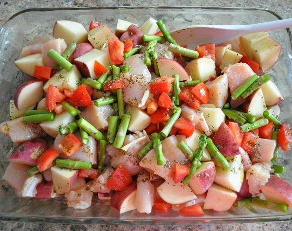 Куриная грудка с картошкой в духовке - фото шаг 5